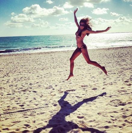 Magda Gomes in sexy bikini