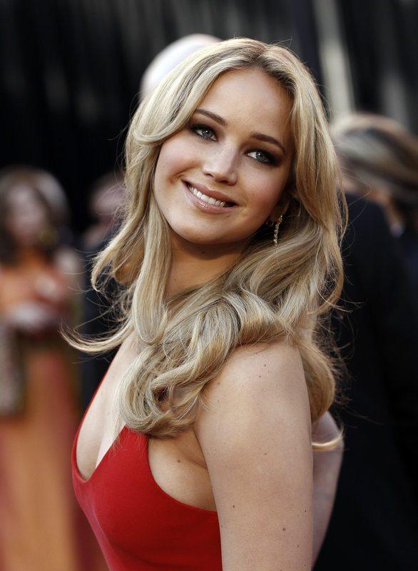 """Jennifer Lawrence, troppi fan: """"Ci sono 10 uomini che dormono davanti a casa mia"""""""