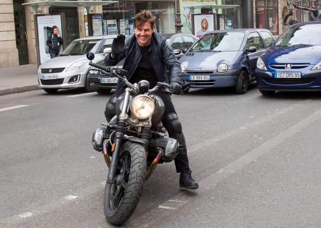 "Tom Cruise spericolato in moto e senza casco: che ""Mission Impossible 6""!"